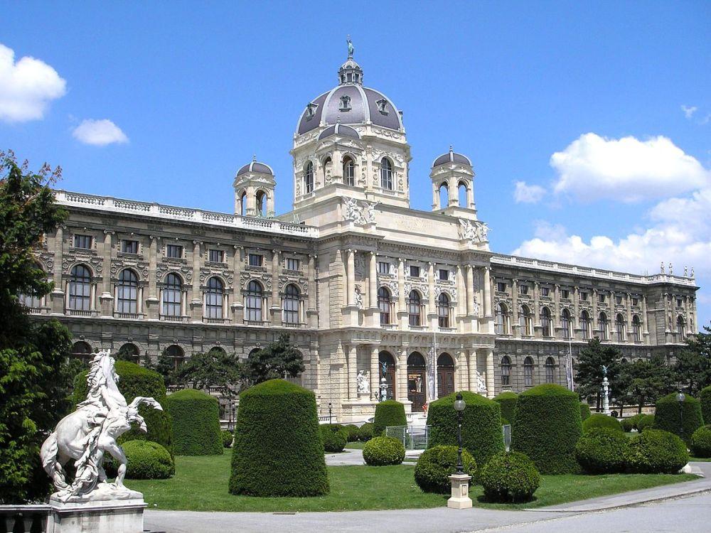Naturhistorisches_Museum_Vienna_Travelling_instyle